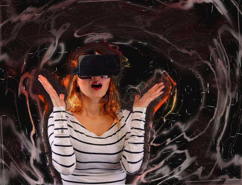 Mujer en realidad virtual fotografía de archivo