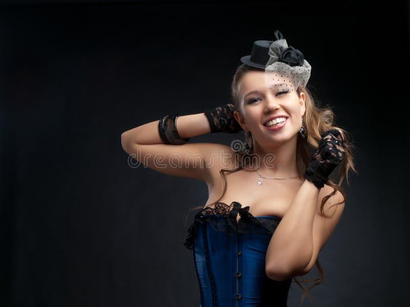 Mujer en ropa de la danza de la vendimia imagenes de archivo