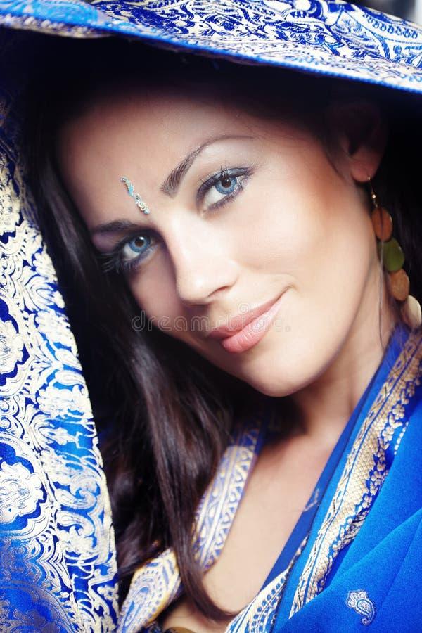 Mujer en sari fotografía de archivo