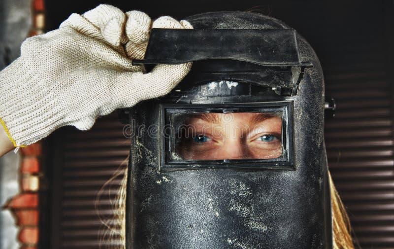 Mujer en soldador fotografía de archivo