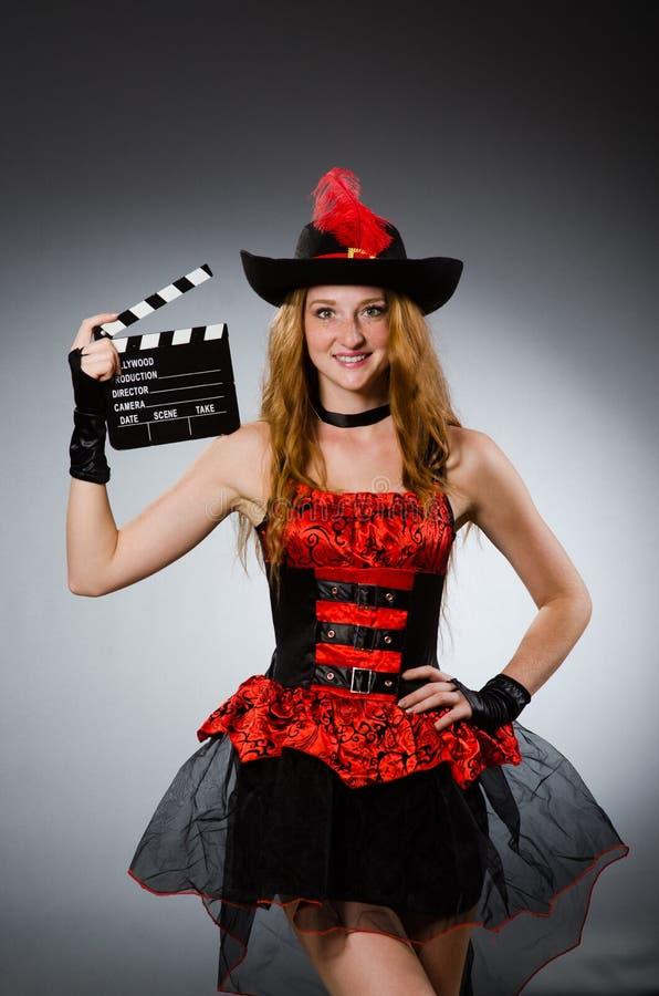 Mujer en traje del pirata foto de archivo