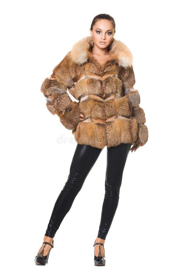 Mujer en un abrigo de pieles fotos de archivo