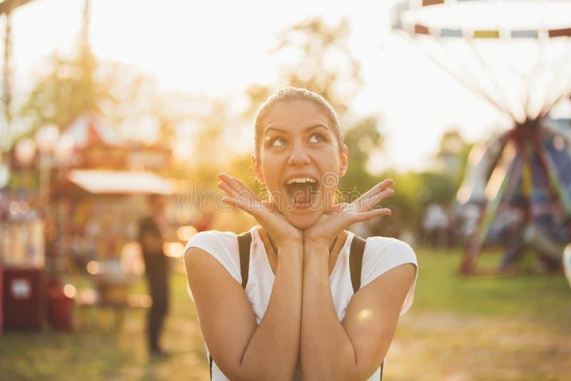 Mujer en un buen humor imágenes de archivo libres de regalías