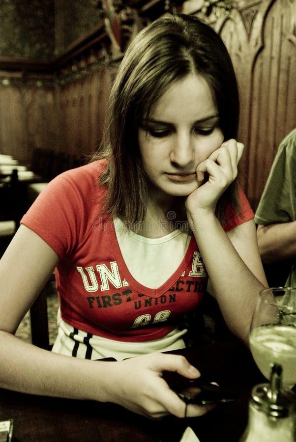 Mujer en un restaurante imagenes de archivo