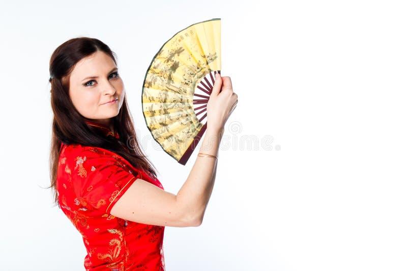 Mujer en un vestido rojo del chino fotos de archivo libres de regalías