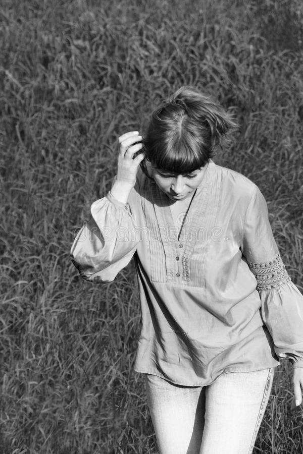 Mujer en una blusa ligera fotografía de archivo