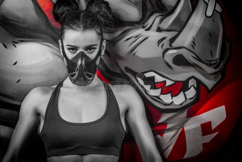 Mujer en una máscara de los deportes imágenes de archivo libres de regalías
