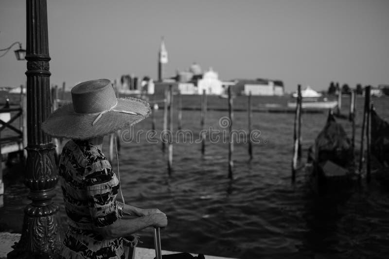 Mujer en Venecia foto de archivo