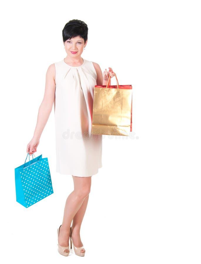 mujer en vestido de la nata con la presentación de los panieres imagen de archivo