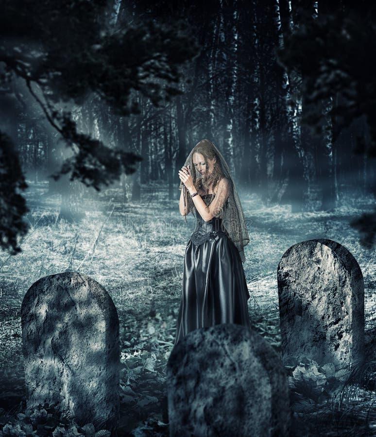 404 Viuda En Cementerio Fotos - Libres de Derechos y Gratuitas de Dreamstime