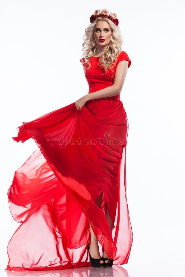 Mujer en vestido rojo imágenes de archivo libres de regalías