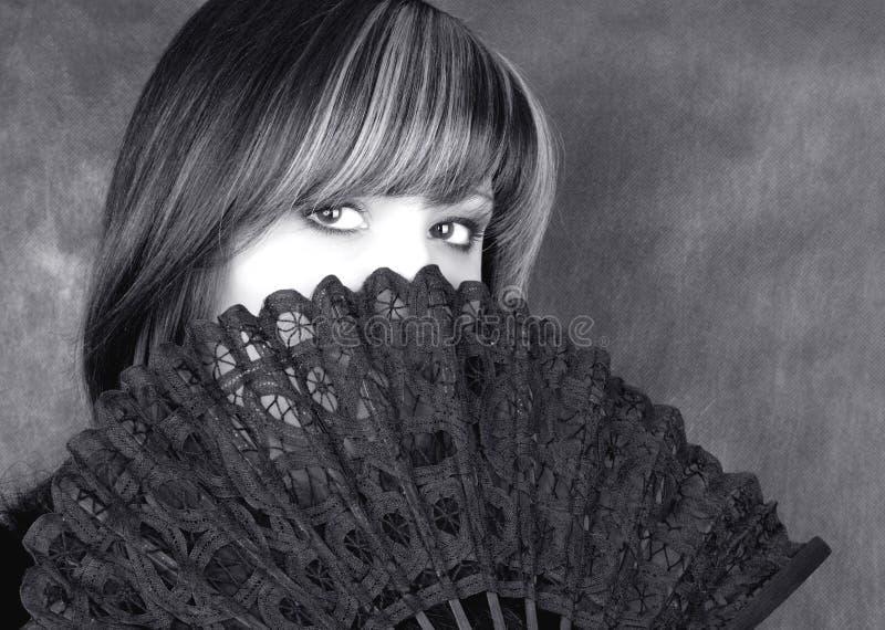 Mujer encantadora. Retrato en negro y blanco imagen de archivo