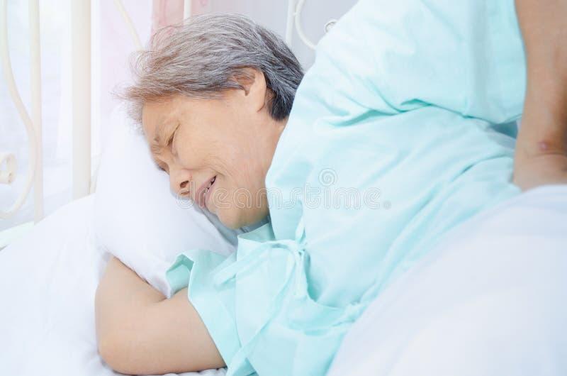 Mujer enferma con dolor fotografía de archivo libre de regalías
