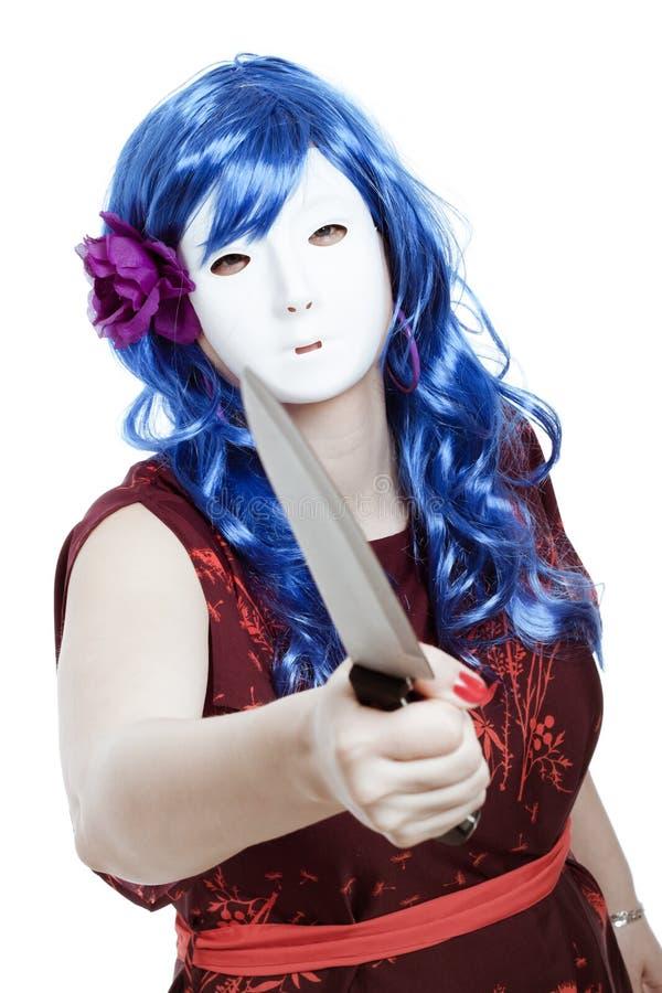 Mujer enmascarada asustadiza con el cuchillo imagen de archivo