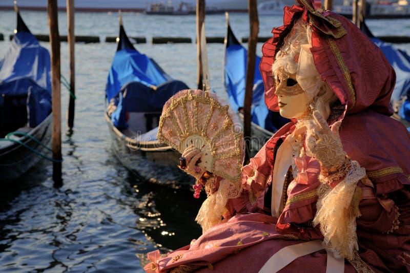 Mujer enmascarada en Venecia fotos de archivo libres de regalías