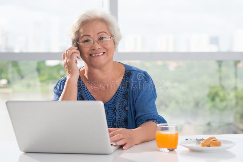 Mujer envejecida fotografía de archivo