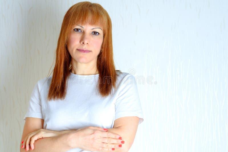 Mujer envejecida media atractiva del retrato foto de archivo libre de regalías