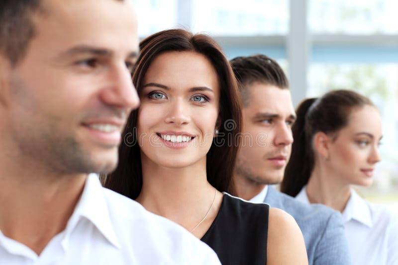 Mujer feliz acertada foto de archivo