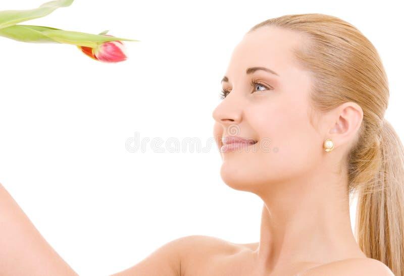 Mujer feliz con la flor imágenes de archivo libres de regalías