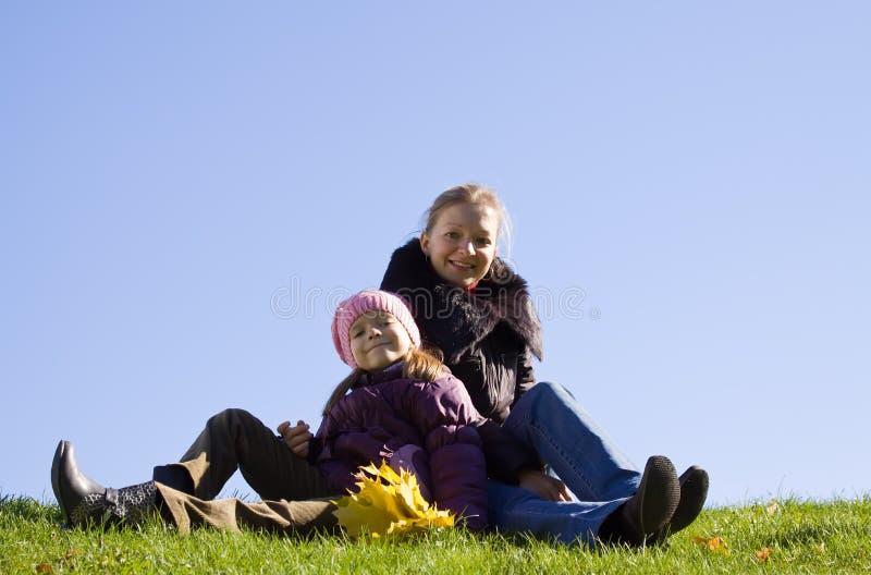 Mujer feliz con la hija s fotos de archivo