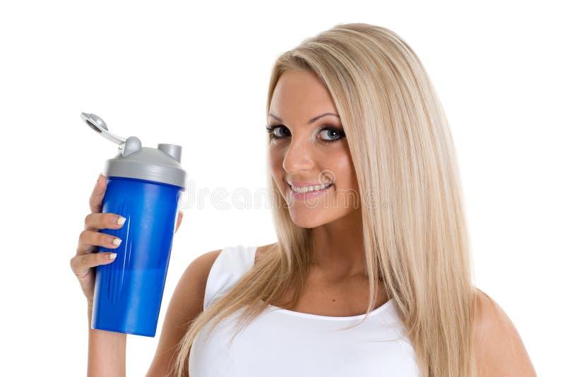 Mujer feliz con la nutrición de los deportes. fotos de archivo