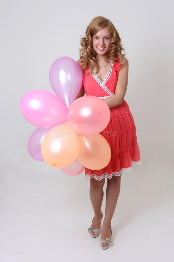 Mujer feliz con los globos coloridos imágenes de archivo libres de regalías