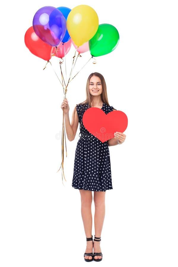 Mujer feliz con los globos y el corazón rojo fotografía de archivo