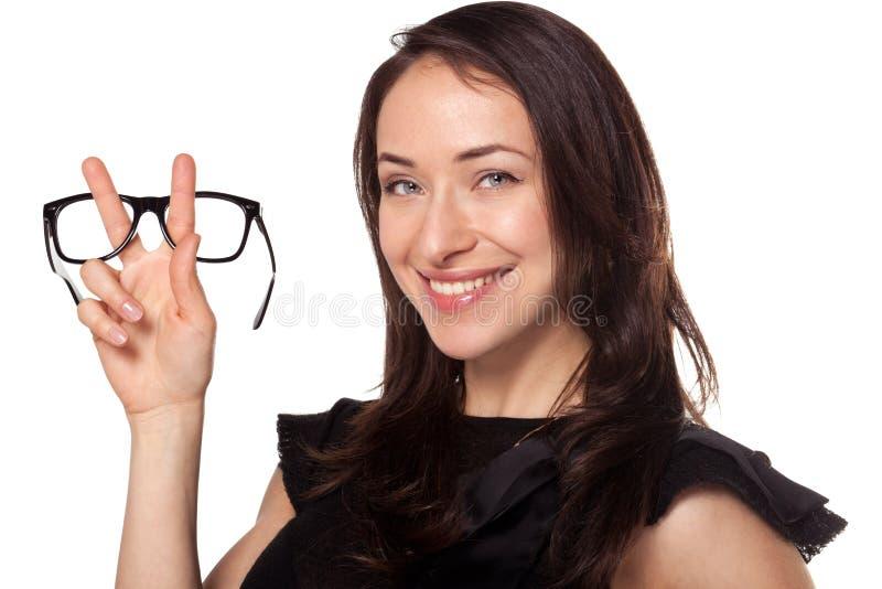Mujer feliz con nuevos vidrios en las óptica fotos de archivo libres de regalías