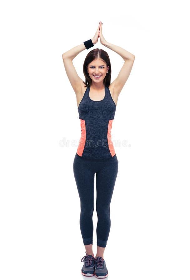Mujer feliz de la aptitud que hace el excersise de la yoga fotografía de archivo