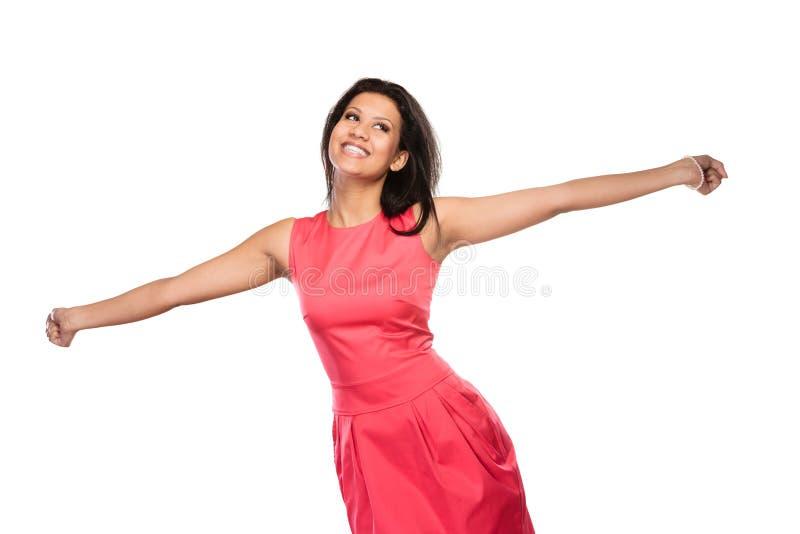 Mujer feliz de la raza mixta que aumenta armas alegría imagen de archivo
