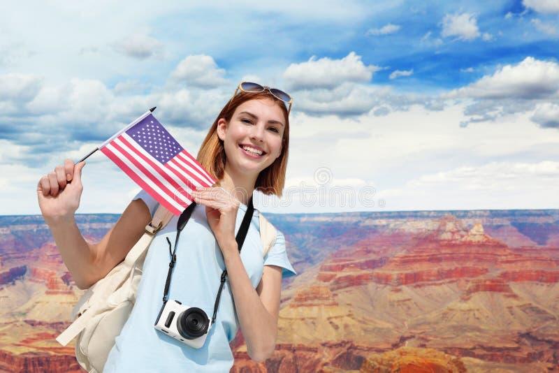 Mujer feliz del viaje en América imagen de archivo
