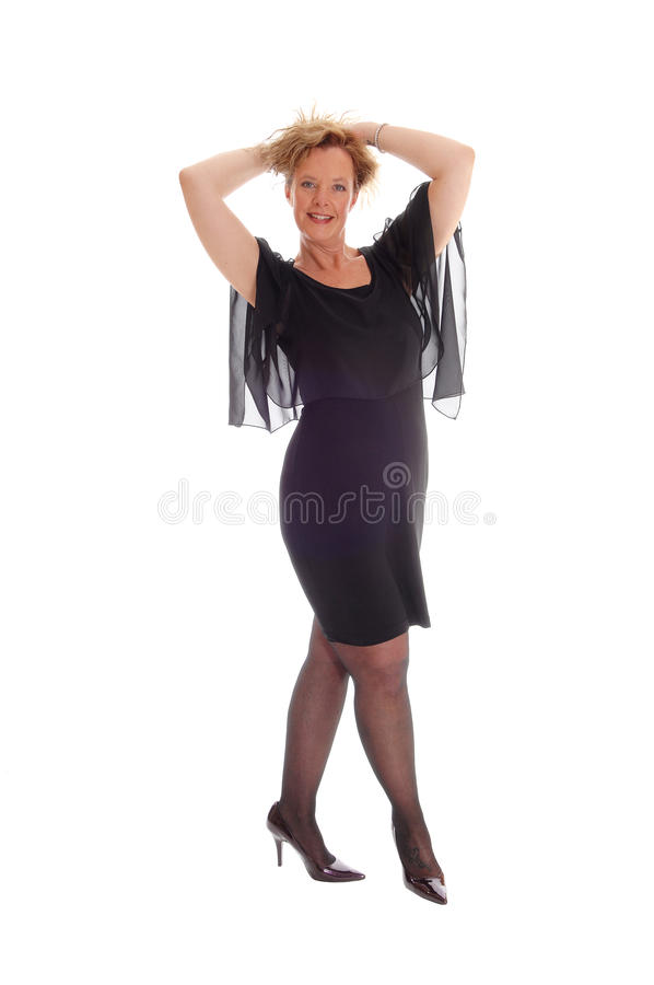 Mujer feliz en la situación negra del vestido imagen de archivo libre de regalías