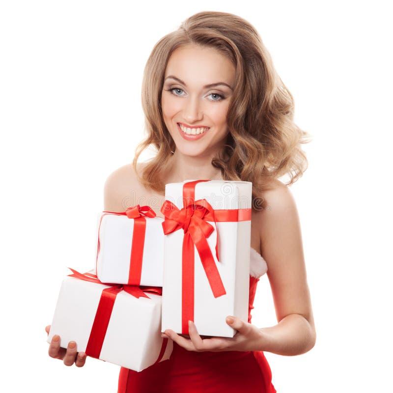 Mujer feliz joven con un regalo imagenes de archivo