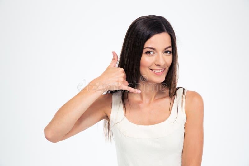 Mujer feliz que me hace una llamada gesto imágenes de archivo libres de regalías