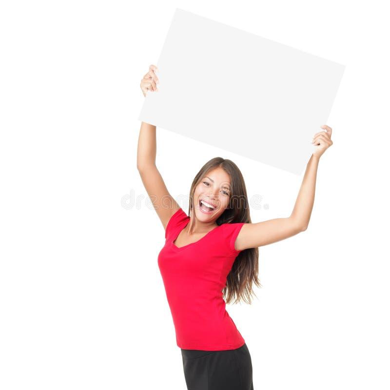 Mujer feliz que muestra la muestra fotografía de archivo