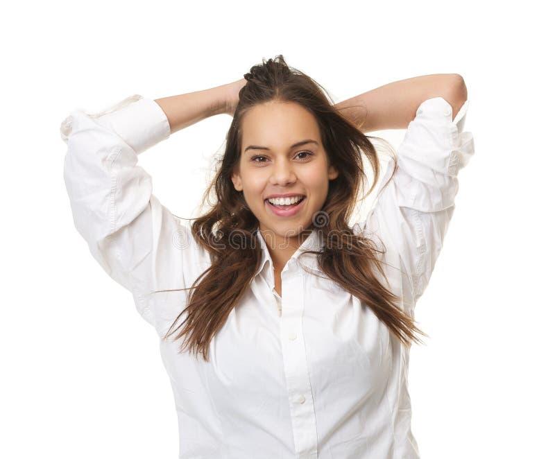 Mujer feliz que ríe con las manos en pelo fotos de archivo libres de regalías