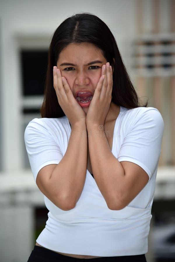 Mujer femenina chocada imagen de archivo libre de regalías
