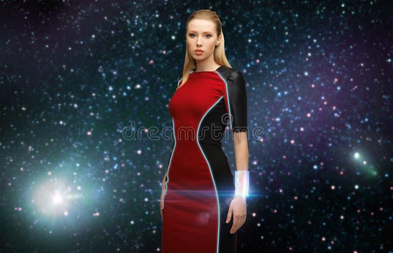 Mujer futurista con el transmisor en espacio imágenes de archivo libres de regalías