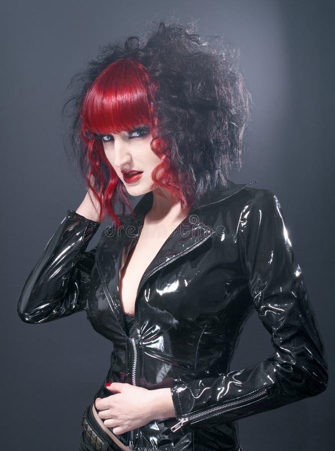 Mujer gótica atractiva del fetiche en estudio fotografía de archivo libre de regalías