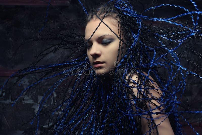 Mujer gótica con los dreadlocks azules foto de archivo libre de regalías
