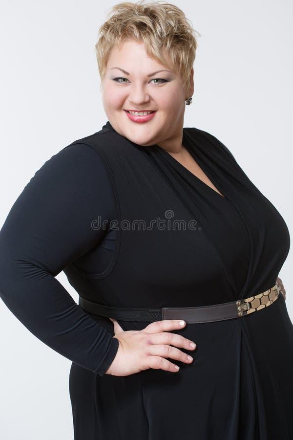 Mujer gorda en un vestido hermoso imagen de archivo libre de regalías