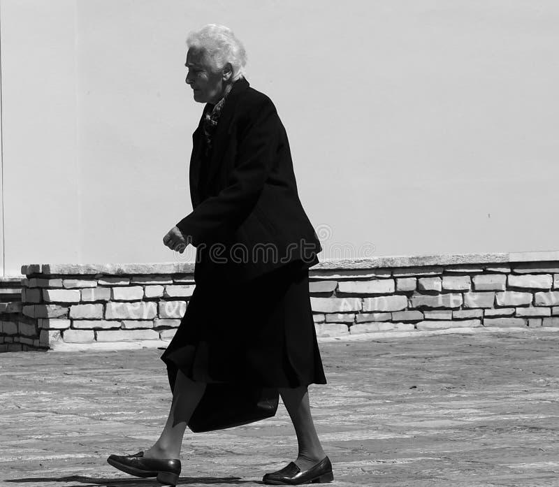 Mujer griega mayor fotografía de archivo