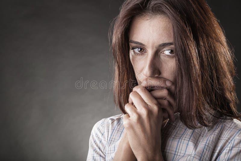 Mujer gritadora foto de archivo