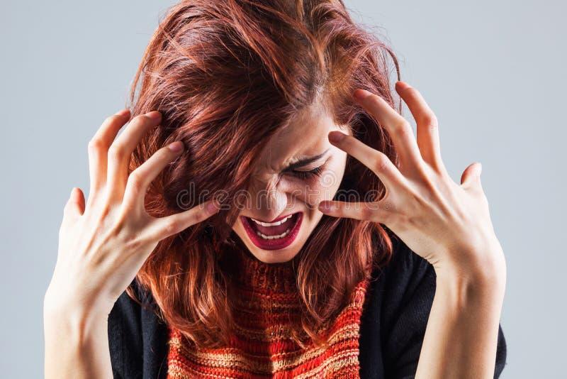 Mujer gritadora foto de archivo libre de regalías