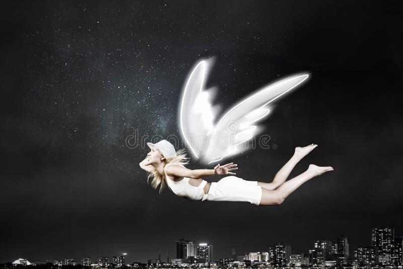 Mujer hermosa angelical fotos de archivo