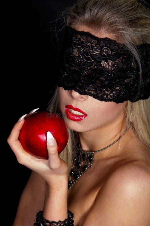 Mujer hermosa con el cordón negro foto de archivo libre de regalías
