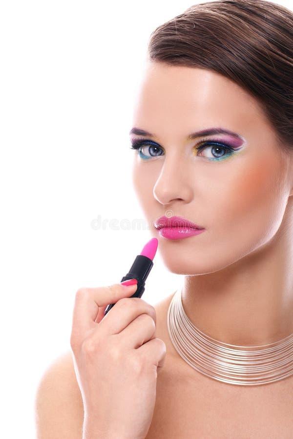 Mujer hermosa con el lápiz labial rosado imagenes de archivo