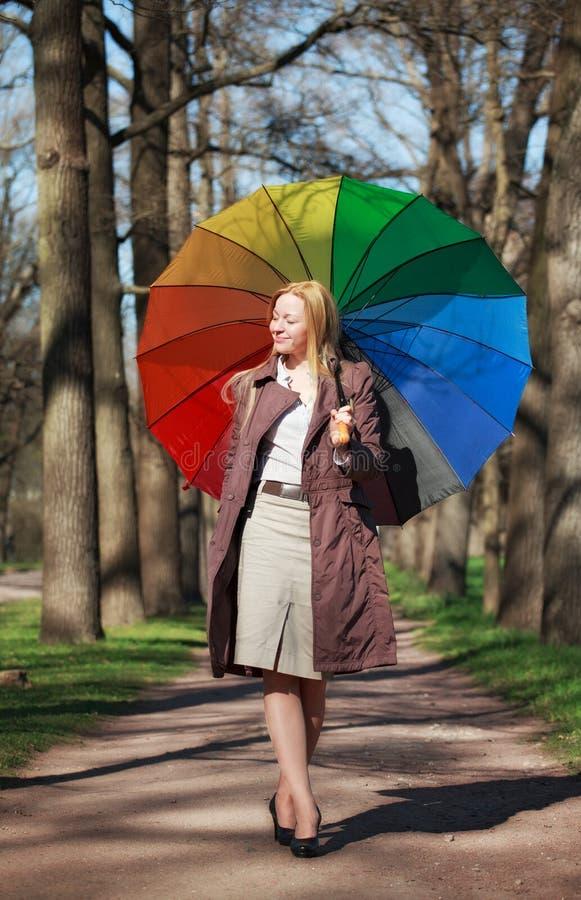 Mujer hermosa con el paraguas fotografía de archivo libre de regalías