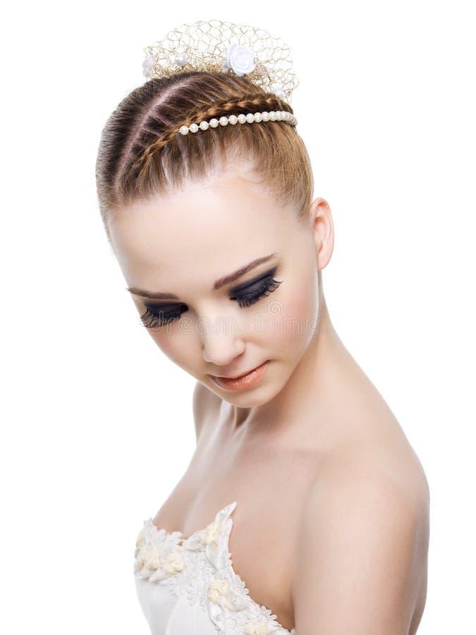 Mujer hermosa con el peinado de la boda imagenes de archivo