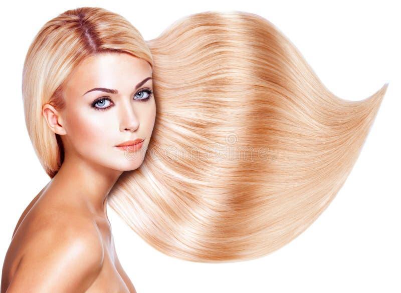 Mujer hermosa con el pelo blanco largo. imagen de archivo